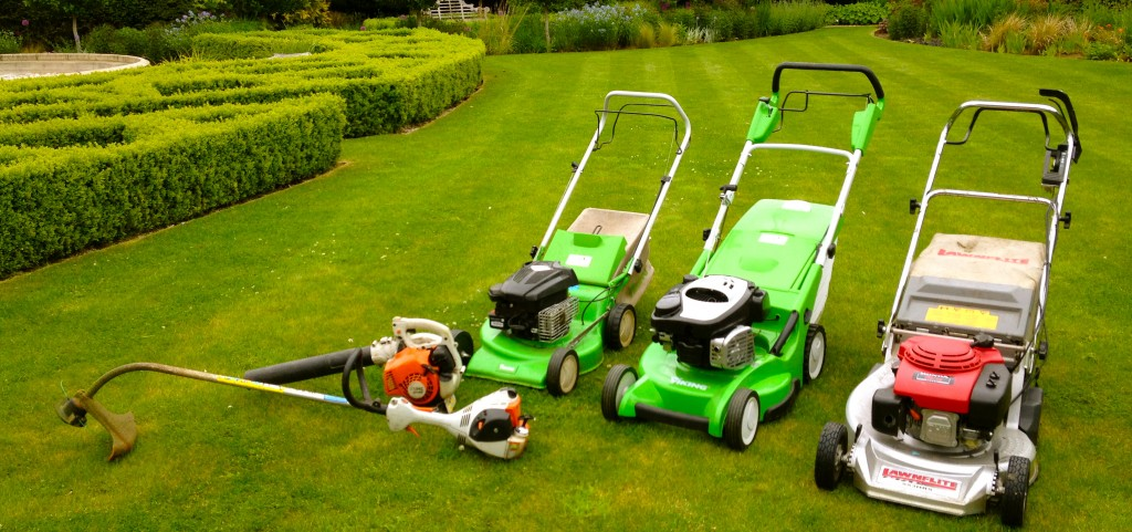 Green nature ltd lawn care services grass cutting for Garden maintenance tools
