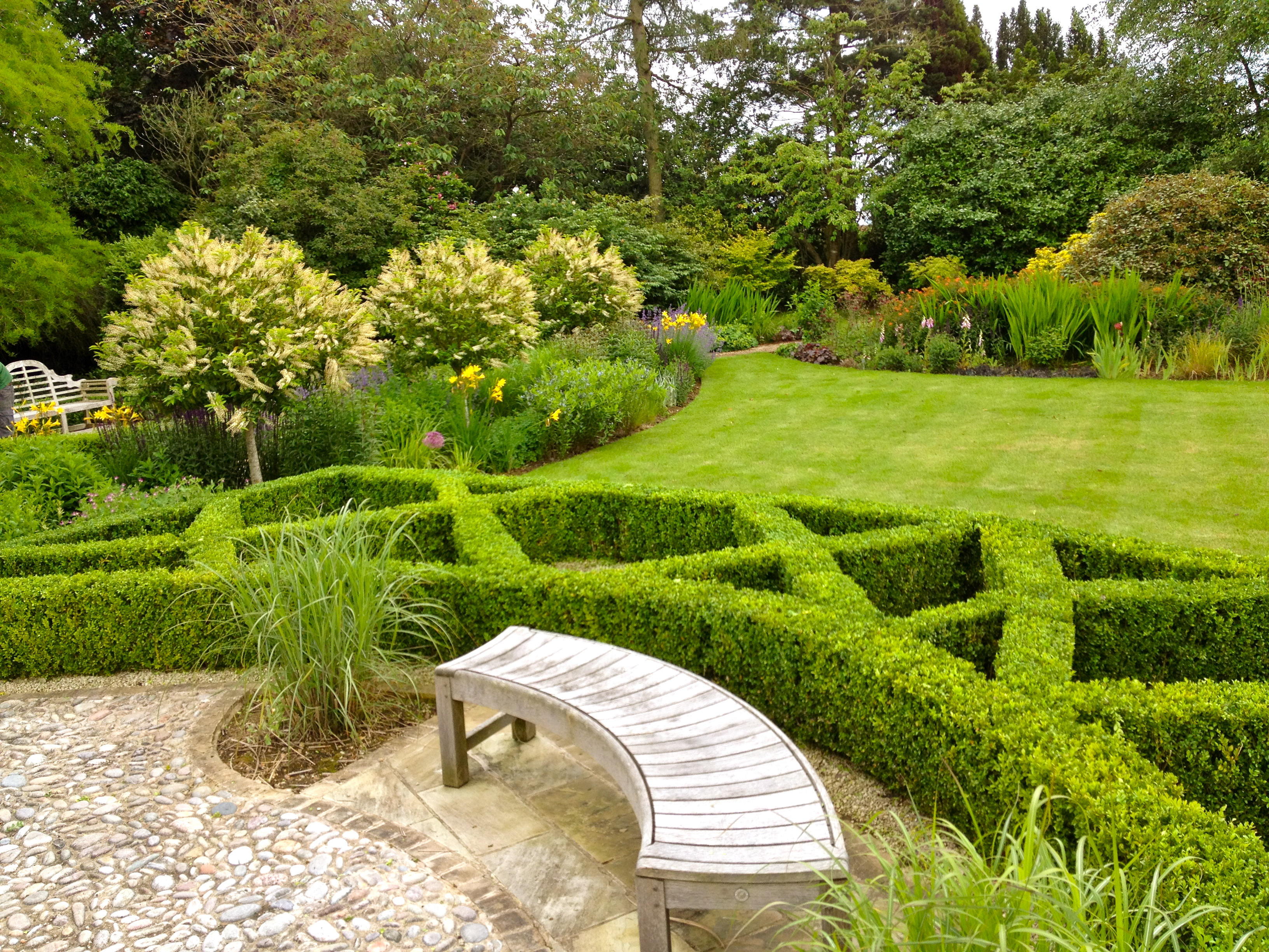 Hard soft garden landscape services bury st edmunds suffolk for Gardening and landscaping services